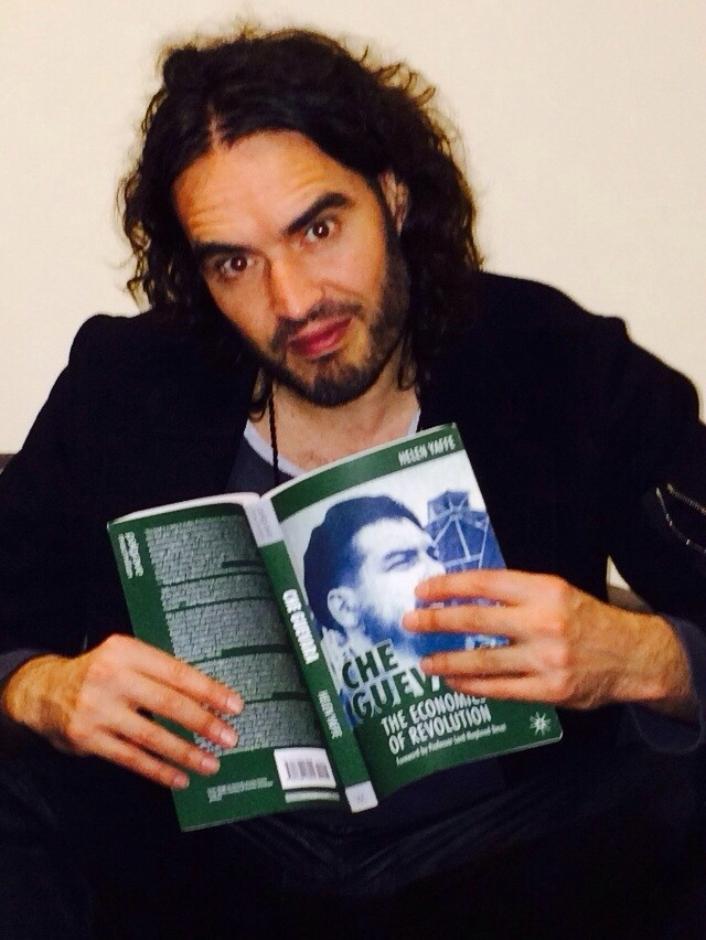 Russell Brand reading Che Guevara - the economics of revolution by Helen Yaffe